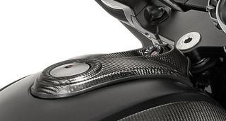 OEM-Moto-Guzzi-Tank-Top-Cover-Carbon-2S000361