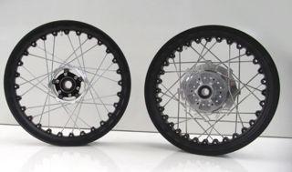 Kineo-Tubeless-Spoked-17-Inch-Wheel-Set-for-V7s
