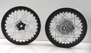 Kineo-Tubeless-Spoked-18-17-In-Wheel-Set-for-V7s